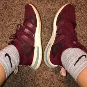 maroon adidas arkyns🤩